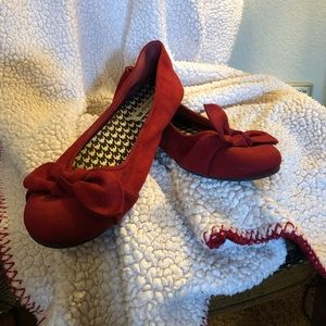 Really cute red flats